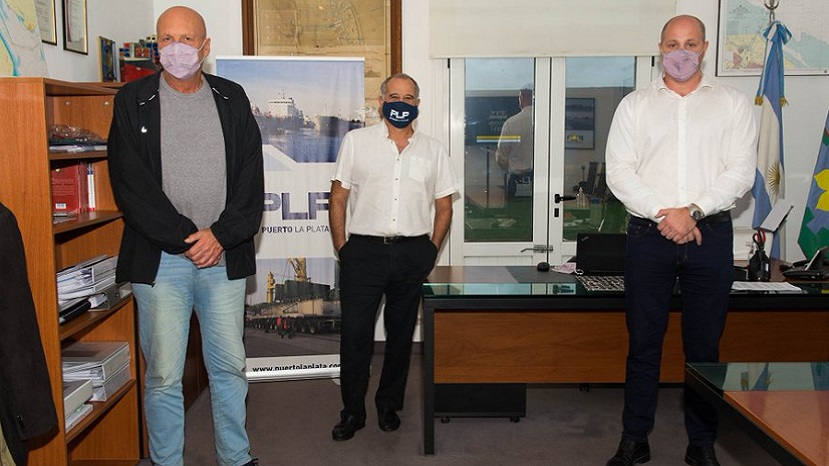 Leonardo Salom junto a Marcelo Soncini y José María Lojo y durante un encuentro en Puerto La Plata.