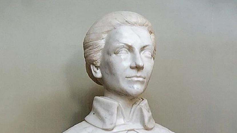 busto de isabel perón