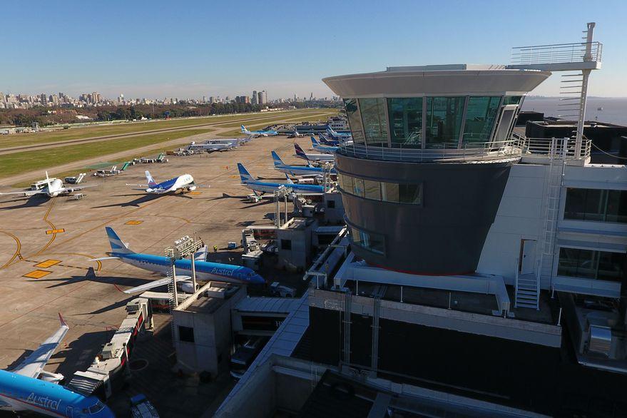 Controladores aéreos van a paro este viernes y se verán afectados vuelos nacionales e internacionales
