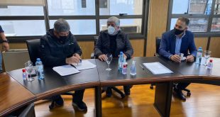 Pablo y Hugo Moyano firmando la Paritaria de Camioneros