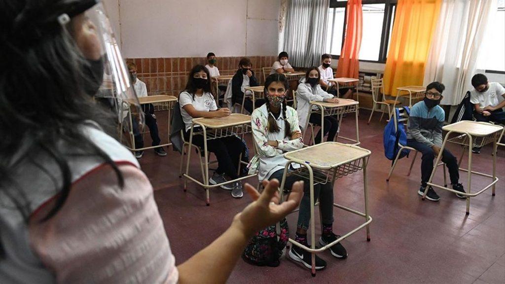 Los gremios docentes porteños contra la presencialidad en invierno